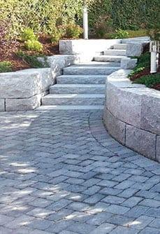belegningsstein dekke og granittmur
